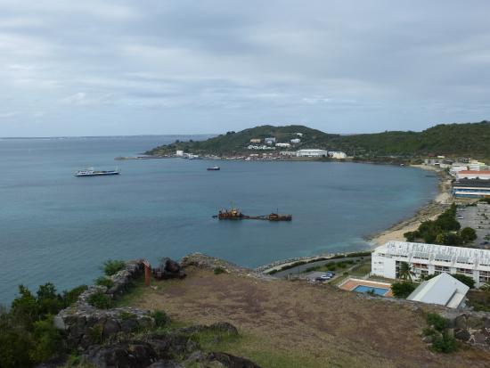 Marigot, Sint Maarten: a wreck in the bay