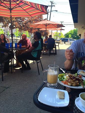 Royal Oak, Μίσιγκαν: Patio dining at Boukies