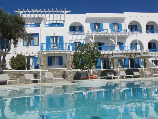 Argo Hotel Mykonos: The pool and the south-facing balconies.