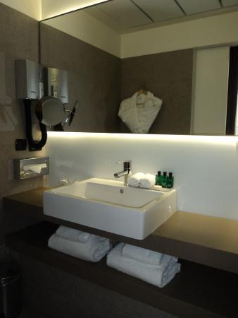 Hotel Monna Lisa: The bathroom