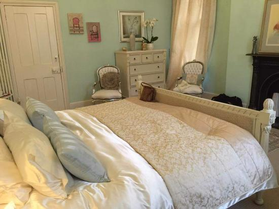 Earl Shilton, UK: Big bedroom with a comfortable bed.