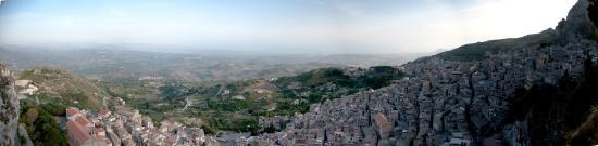 Caltabellotta, Italia: Panorama of Caltabelotta