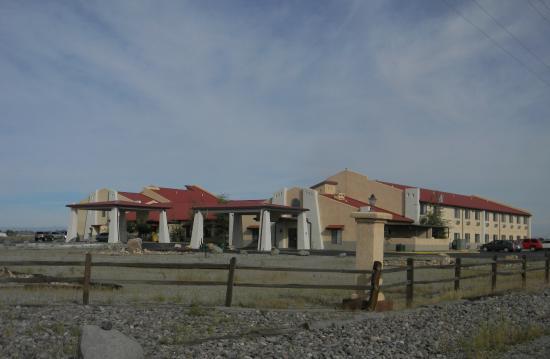 Comfort Inn & Suites: View of hotel.