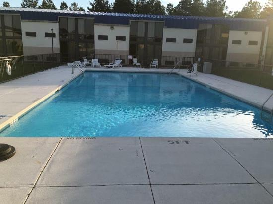 Days inn fayetteville south i 95 exit 49 bewertungen for Swimming pool preisvergleich