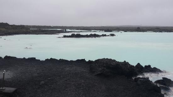 Grindavik, Islandia: My trip to the Blue Lagoon  was great.  Although the weather was cold, windy, and rainy the wate