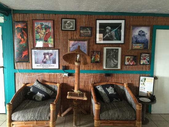 Wild Ginger Inn Hotel & Hostel: Lobby Seating Area