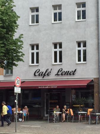 Cafe Lenet: Café Lenet an authentic jewel amongst the Berlin Mitte tourist trap coffee places.