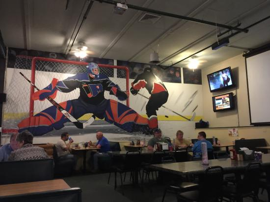 Lewiston, ME: Gridiron Restaurant Sports Pub