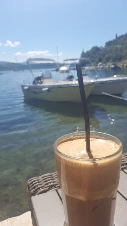 Wave Bar: Coffee outside with sea views