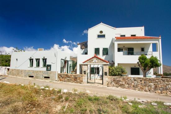 Olive Tree Apartments: Entrance