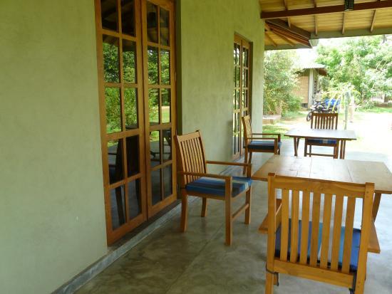 Tissamaharama, Σρι Λάνκα: Our lodge - side seating