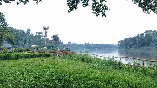 Pampa (Pamba) River: River side