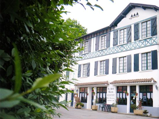 Hotel Restaurant Au Petit Bearn : Façade hôtel