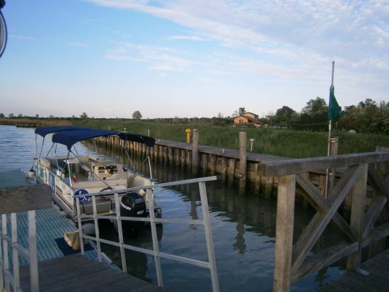 Tessera, Italia: Ponton et bateau privé