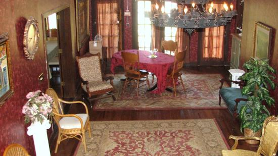 Casa Coquina Bed and Breakfast: smaller of the 2 dining rooms for a semi-private dinning option