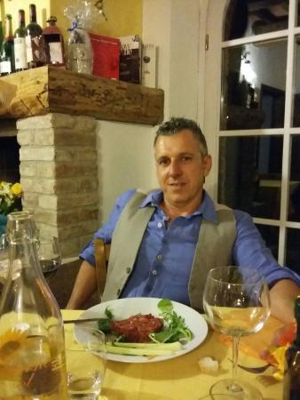 Pomarance, Italia: A cena con mio marito ....una vera delizia x il palato....pici  fatti . n casa e tartare di mucc