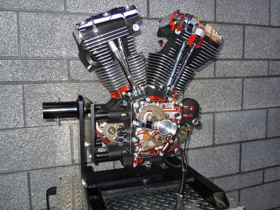 Harley Davidson Factory Tour : Engine display