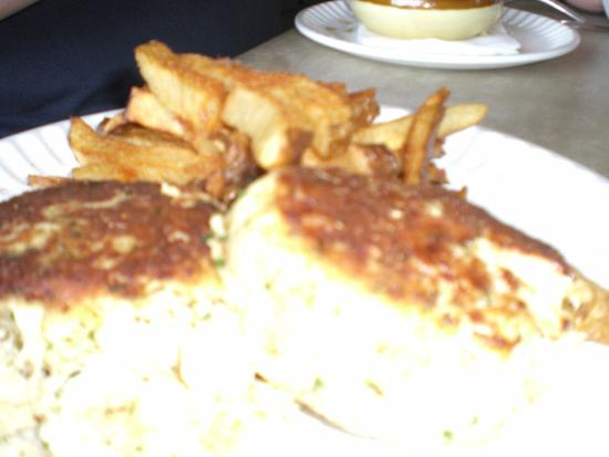 Gaithersburg, MD: 2 Big crab cakes and fries