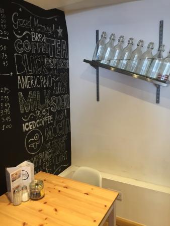 Southam, UK: Beautiful chalk board and cool water bottles