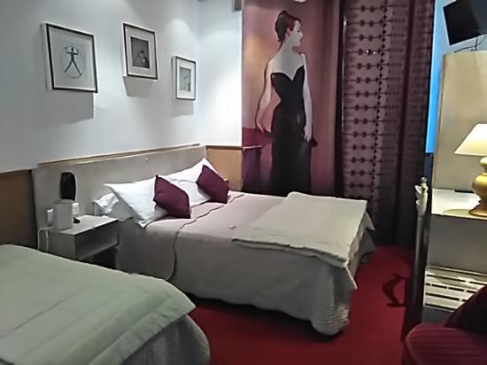 Hotel Mignon : chambre triple confort (deux lits doubles)