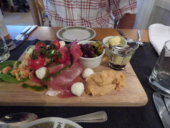 Stumbles Restaurant with Rooms: starters at the music night