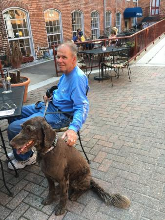 Savage, MD: Polite Doggies Can Dine on the Patio