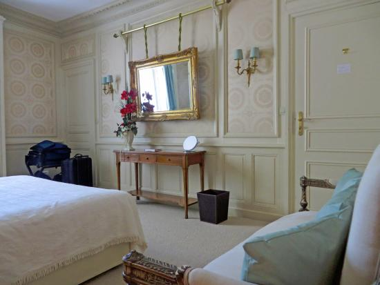Les Cordeliers Bed and Breakfast: Bedroom- Room 3