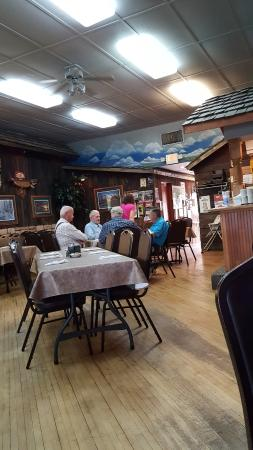 CORRAL BAR AND RIVERSIDE GRILL: dining area