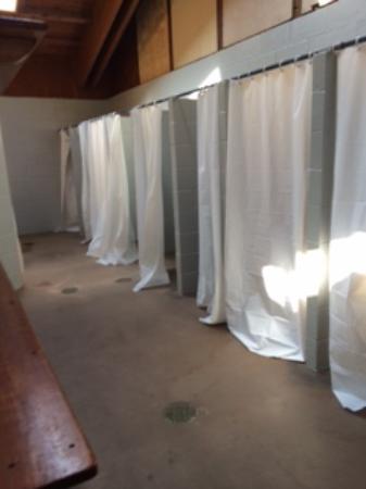 Rehoboth Beach, DE: Este é o vestiario onde os visitantes pode tomar banho e se trocar.