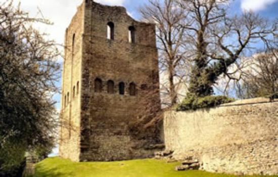 West Malling, UK: St Leonards Tower, right opposite our park,