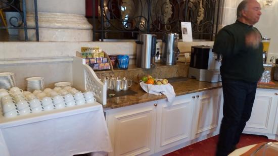 Sainte-Croix, Suíça: Área externa e café da manhã