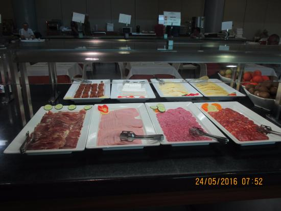 Hotel Deloix Aqua Center : Buffet style and plenty of choices at every sitting