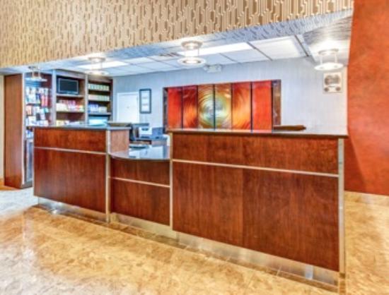 Ramada Murfreesboro: Front Desk