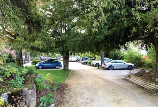 Creissels, Francia: parking en tuin , mooi !!!