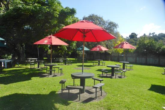 Pokeno, Nowa Zelandia: Garden Bar at the Pub at Kaiaua