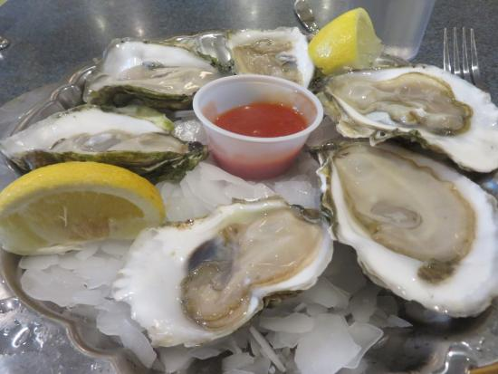 Captain Marden's Seafoods: Wellfleet oysters at Captain Marden's.