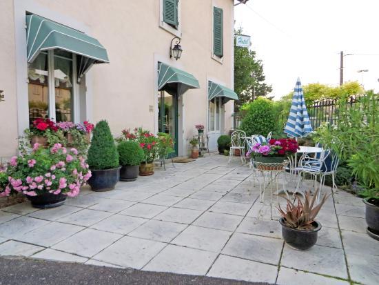 Villa Fleurie : Garden area in front of B&B