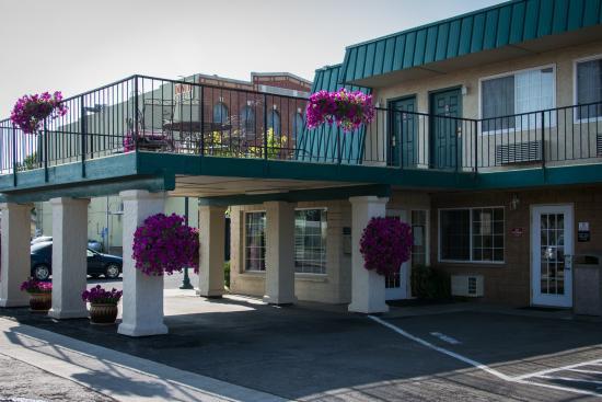 Best Western Trailside Inn: Best Western Trailside Front Entrance