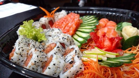 Medianeira, PR: Combinado Fishbone com Uramaki Spicy Salmon