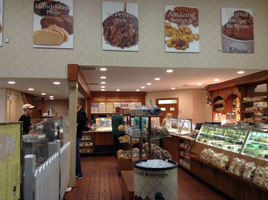 Kilwins Chocolate and Ice Cream: Inside view