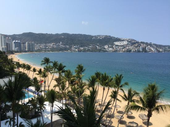 Elcano Hotel: View from balcony looking left