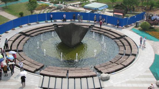 Yichang, China: Views of area around dam