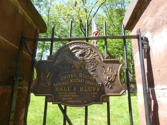Leesburg, VA: Cemetery Gate