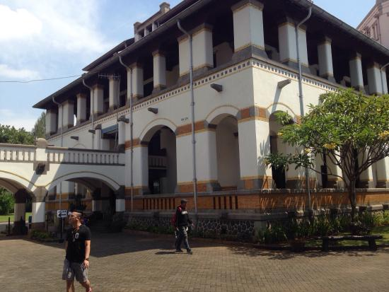 historical building picture of lawang sewu building semarang