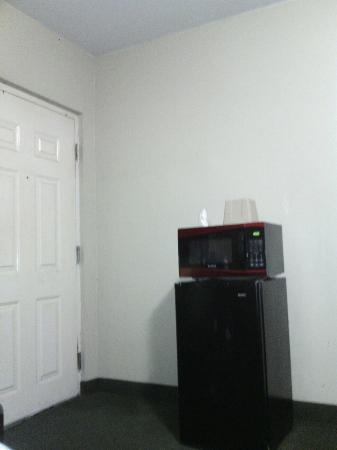Payless Motel