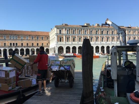 Lion Morosini Palace: ホテル裏の船着き場