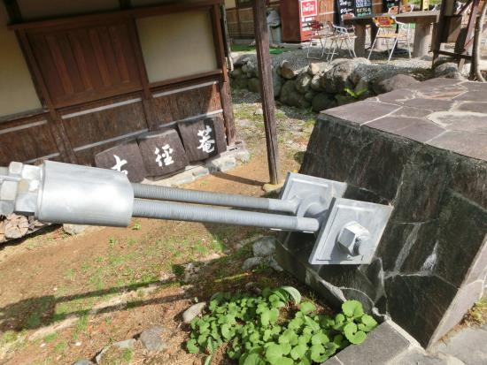 Hakuba-mura, Japonya: 吊橋を支えてる