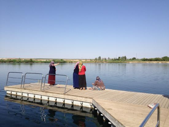 Gaziantep, Turkije: Fishing on the Tranqi Birecik