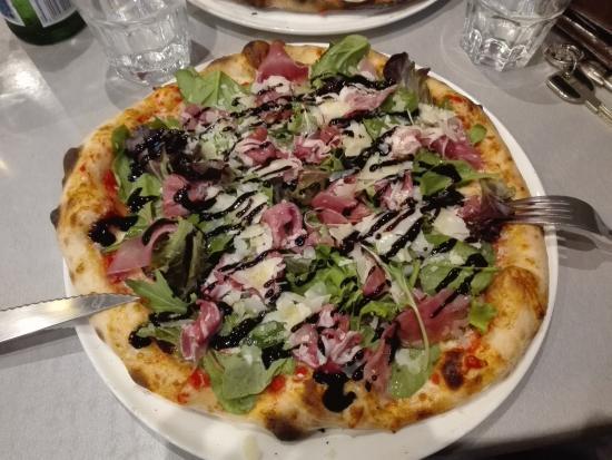 Orsay, Francia: Pizza Modena