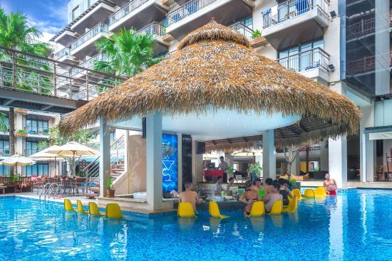 Baan Laimai Beach Resort : Sxy Sx Pool Bar